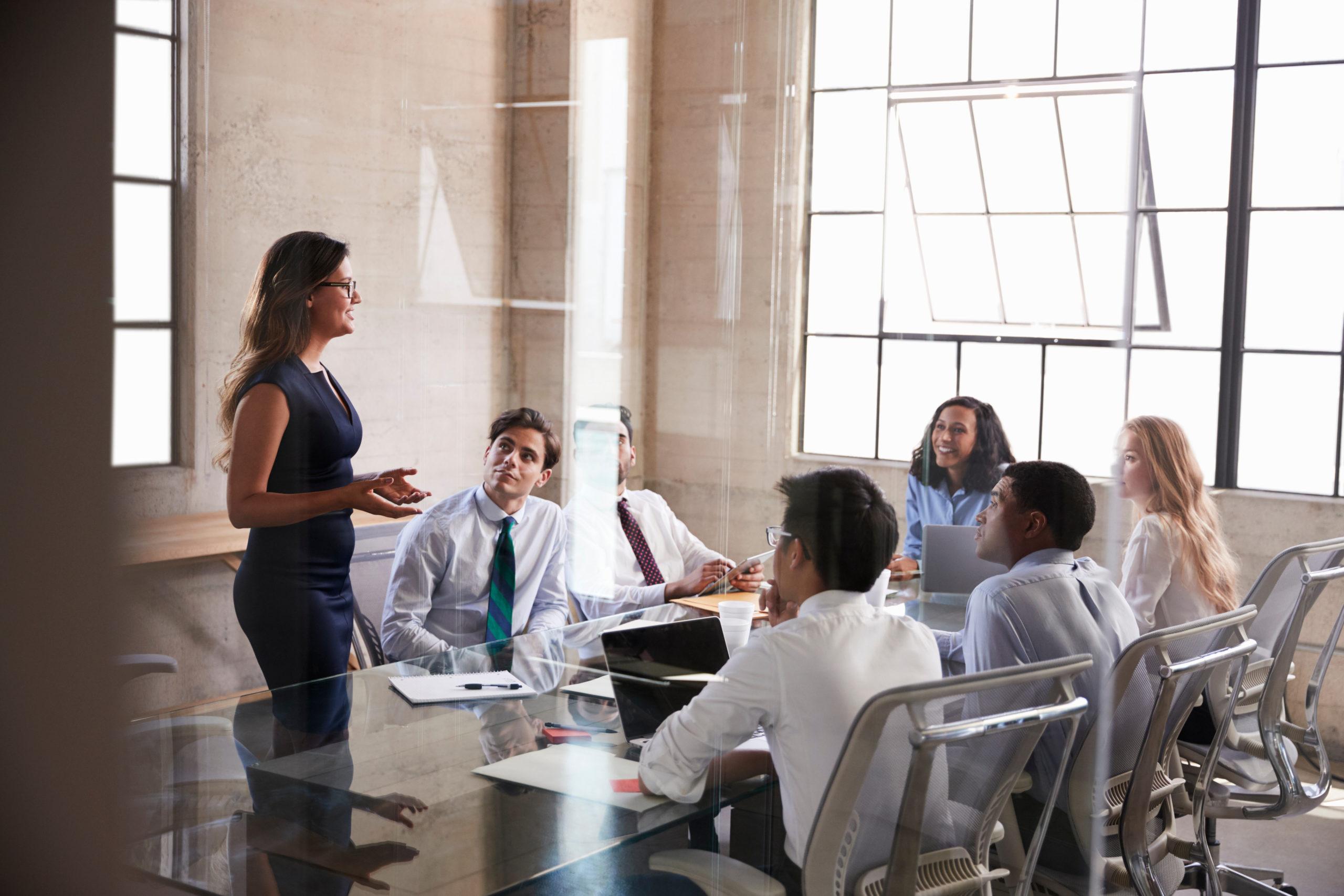 Als Führungskräfte-Coach empfiehlt Jasmin Schweiger dir, dein eigenes Führungskräfte-Coaching-Programm zu erstellen.