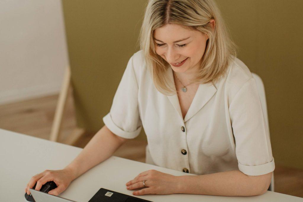 Die Zusammenarbeit mit Jasmin Schweiger findet online und digital statt.